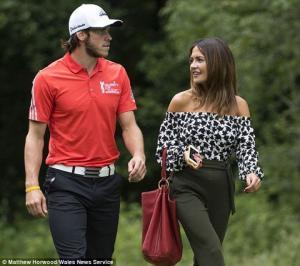 Có bồ tiếp sức, ngôi sao Gareth Bale vô địch giải golf
