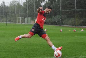 Màn thi đá penalty siêu dị của dàn sao Arsenal