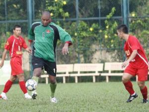 Gọi cầu thủ nhập tịch vào ĐTQG: Bài học Phan Văn Santos còn đó!