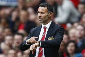 Beckham muốn M.U trảm Van Gaal, để Ryan Giggs lên thay thế