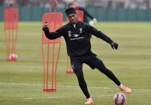 Siêu tiền đạo của Liverpool lại lỡ hẹn ở trận gặp M.U