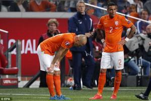 Hà Lan thất bại, Robben mắng chửi đồng đội thậm tệ