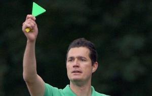 Kỳ lạ: Thẻ xanh chính thức xuất hiện trong bóng đá