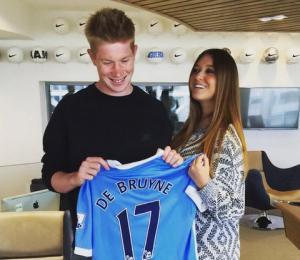 Tiền vệ Kevin De Bruyne và bạn gái bắt đầu cuộc sống mới ở Man City