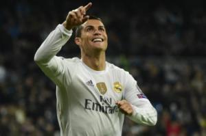 Các pha lừa bóng ghi bàn kinh điển của ngôi sao Ronaldo