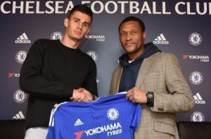 """Khủng hoảng hàng thủ, Chelsea kiên quyết """"ém"""" tân binh"""