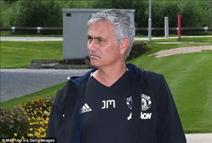 Mourinho đích thân viết tâm thư gửi đến góa phụ của fan M.U
