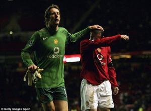 Van der Sar khuyên Rooney tập yoga để tăng tuổi thọ nghề
