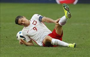 Vì sao sát thủ Robert Lewandowski mất tích ở Euro 2016?