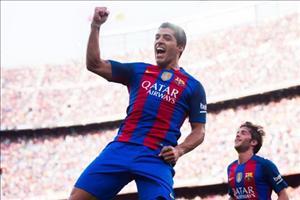 Luis Suarez ghi bàn không thể tin nổi trên sân tập Barca