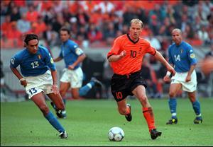 Điểm tin bóng đá sáng 24/11: Giải đấu cho các đội ngồi nhà xem World Cup?