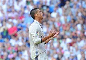 Messi goi, Ronaldo tra loi bang lap ky luc... that vong