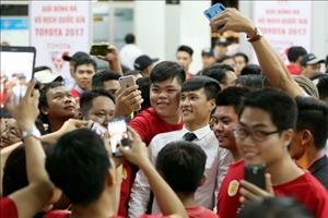 Đội tuyển Việt Nam: Nhớ - quên huyền thoại Công Vinh!