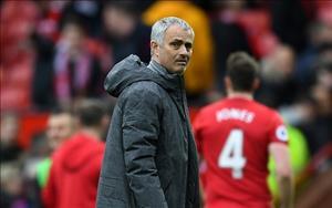 Mourinho tuyen bo chot xong doi hinh MU da chung ket Europa League