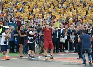 Hoàng tử Totti nghẹn ngào trong trận cuối cùng khoác áo AS Roma