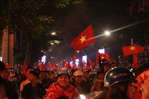 CĐV Việt Nam xuống đường ăn mừng sau chiến thắng vĩ đại của U23 Việt Nam (tiếp tục cập nhật)