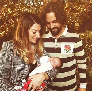 Em gai Becks va chong ly than sau khi sinh con