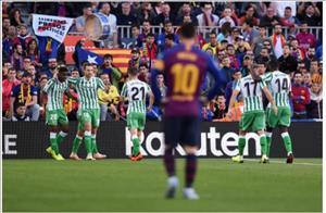 Video tong hop: Barca 3-4 Betis (Vong 12 La Liga 2018/19)