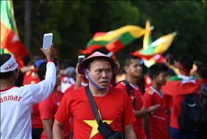 VIDEO: CDV Viet Nam thap lua tai Thuwunna de co vu cho tran gap Myanmar
