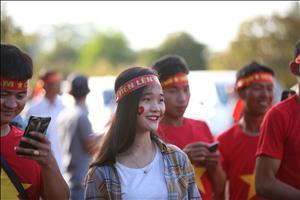 Bau khong khi soi dong truoc tran Lao vs Viet Nam