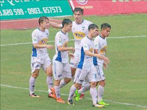 Dư âm vòng 8 V-League: Gia Lai mất điểm, Hà Nội độc cô cầu bại