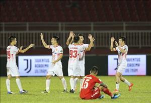 Sau vòng 15 V-League: Nóng cuộc đua trụ hạng