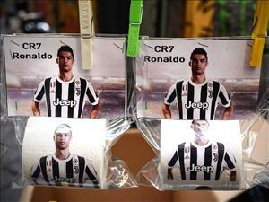Ngôi sao Ronaldo bị in mặt lên ... giấy vệ sinh