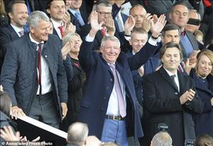 Sir Alex Ferguson trở lại Old Trafford lần đầu sau ca phẫu thuật não