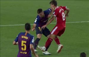 """""""Nạn nhân"""" nói gì khi bị sao Barca đánh cùi chỏ?"""