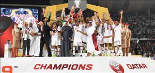 Fan Qatar trổ tài lái ô tô bằng 2 bánh mừng chức vô địch Asian Cup