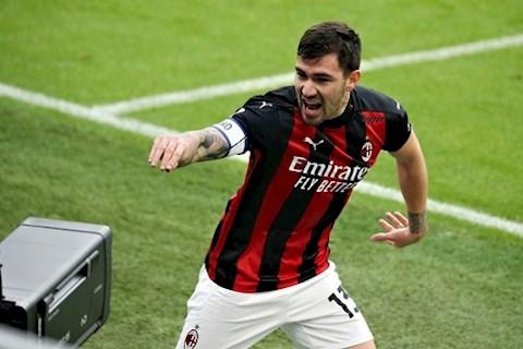 Thắng Fiorentina, AC Milan bảo vệ vững chắc ngôi vị số 1