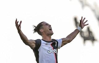 """Cristiano Ronaldo: Từ cậu thanh niên """"vẽ vời"""" đến cỗ máy săn bàn hủy diệt"""