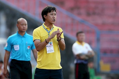 Quyền lực huấn luyện viên trưởng: Nhìn Tây mà buồn cho ta
