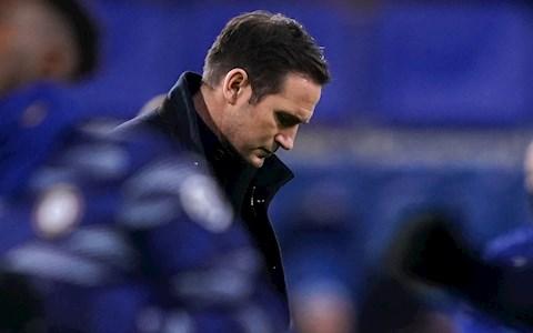 Frank Lampard phải tự cứu mình khỏi kết cục của những người thầy cũ
