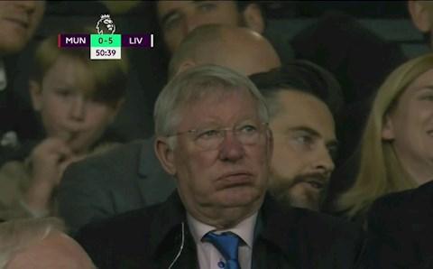 Không chỉ fan MU, ngay cả Sir Alex cũng bỏ về trong hiệp 2