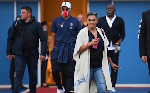 Mẹ Mbappe chia sẻ tình hình chuyển nhượng với PSG