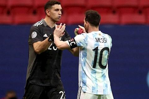 Emiliano Martinez phát biểu bất ngờ về Copa America và Euro