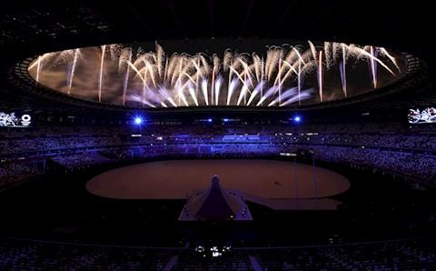 VIDEO: Chùm pháo hoa lung linh trong lễ khai mạc Olympic 2020