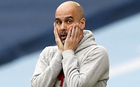 Pep Guardiola than Man City ít fan, CĐV phản pháo dữ dội