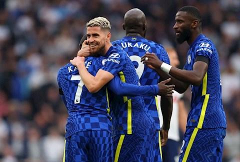 Chelsea lên đỉnh Ngoại hạng Anh, MU tụt xuống vị trí thứ 3