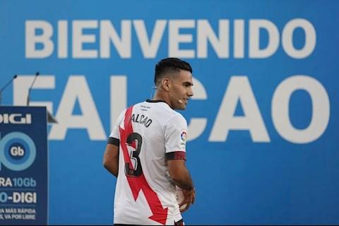 Radamel Falcao gây bất ngờ trong màu áo mới
