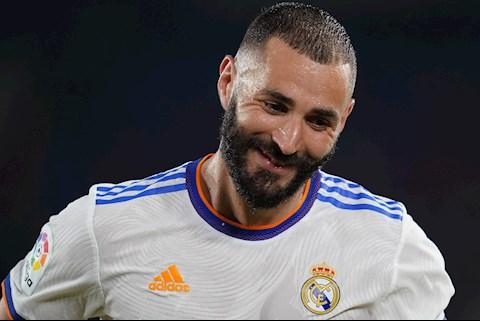 Ngả mũ với phong độ ghi bàn của lão tướng Karim Benzema