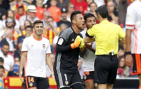 Valencia 2-3 Barca Bong ma trong tai hinh anh goc