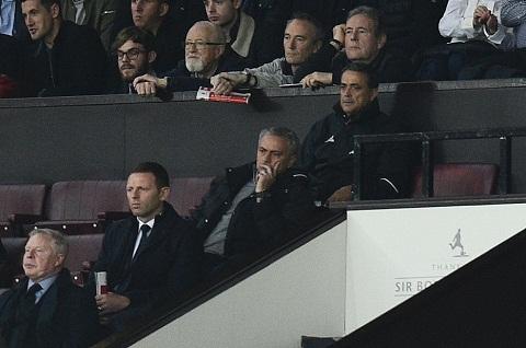 Du am Man Utd 0-0 Burnley Ngoi nha trong anh binh minh hinh anh goc 2