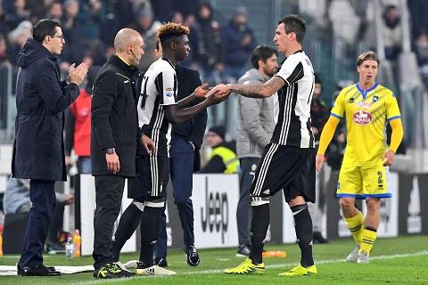 16 tuoi, sao tre Juventus lap ky luc ra mat troi Au hinh anh goc