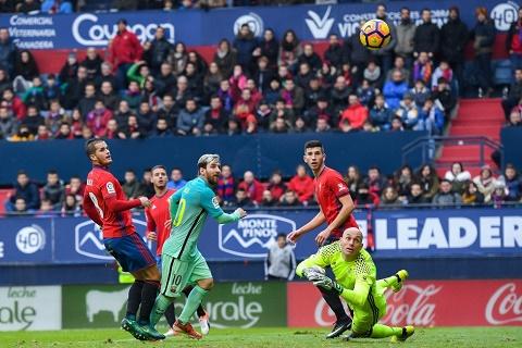 Du am Osasuna 0-3 Barca Song bang hoi tho Messi hinh anh goc