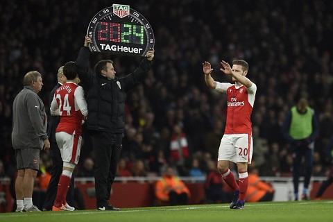 Voi Bellerin, hang cong Arsenal moi hoan thien hinh anh goc