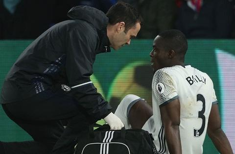 Bailly lai dinh chan thuong, Mourinho tran an NHM hinh anh goc