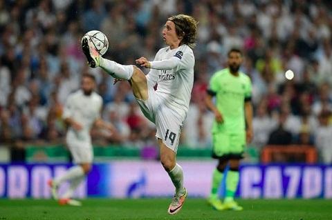 Modric la trung tam cua dai ngan ha Real Madrid
