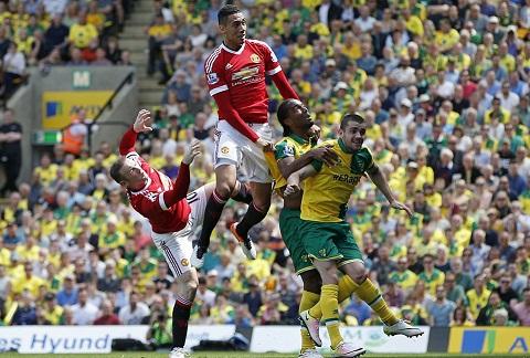 Du am Norwich 0-1 MU Man tra thu cua quai vat Smalling hinh anh goc